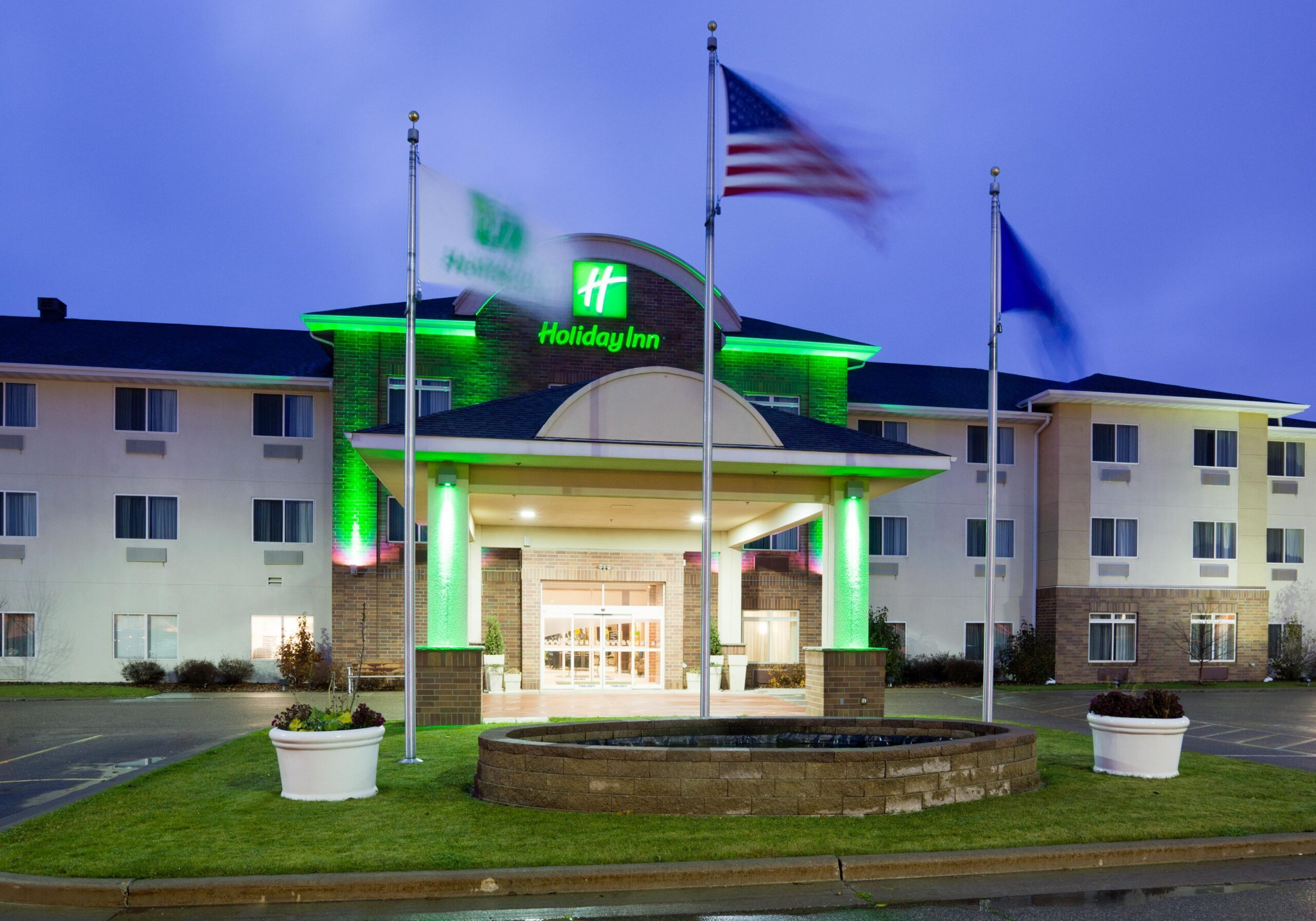 Holiday-Inn-scaled.jpg